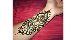 Vibrant chemistry of mehendi colour!