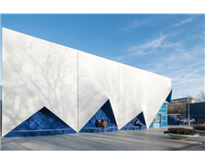 Mobile conference building in Amsterdam: The blue facade elements were designed by DUS Architects and manufactured with hotmelts from Henkel.