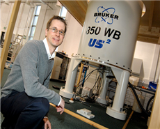 Professor Steven Brown at the NMR facility.