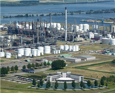 Shell's Moerdijk chemical site. (File photo)
