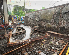 After the bridge collapse, the railway minister, who visited the site, ordered a safety audit