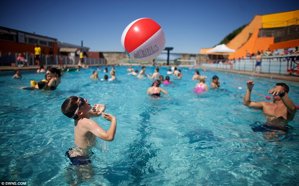 Eyes Go Red Stingy After Swimming Because Urine Not Chlorine